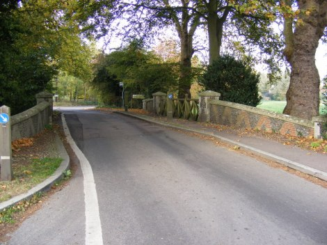 Die Goldbrook Bridge in Hoxne.   © Copyright Adrian Cable and licensed for reuse under this Creative Commons Licence.