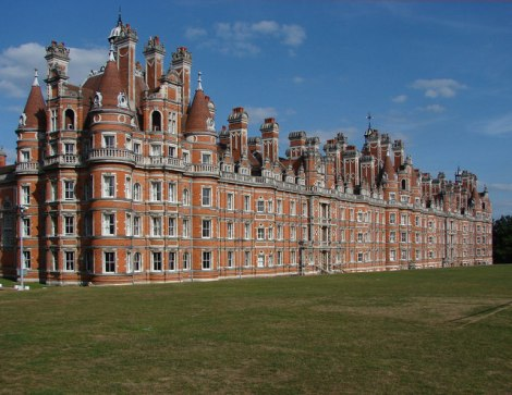Das Royal Holloway College in Egham (Surrey).  © Copyright Alan Hunt and licensed for reuse under this Creative Commons Licence.