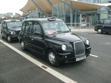 Ein Londoner Black Cab. Attr.: Unisouth. This file is licensed under the Creative Commons Attribution-Share Alike 3.0 Unported license.