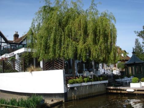 The Waterside Inn in Bray (Berkshire) - Seit 30 Jahren mit drei Michelin-steren ausgezeichnet. Eigenes Foto.
