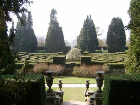 Das Heckenlabyrinth von Chatsworth in Derbyshire.   © Copyright Linden Milner and licensed for reuse under this Creative Commons Licence.