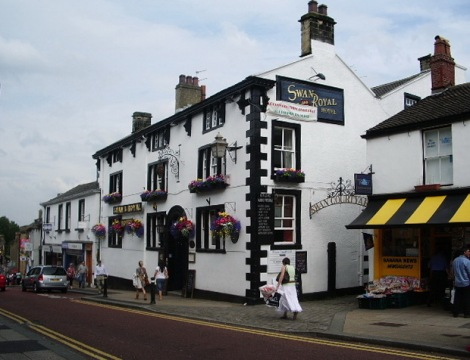 The Swan and Royal in der Castle Street in Clitheroe (Lancashire).   © Copyright Alexander P Kapp and licensed for reuse under this Creative Commons Licence.