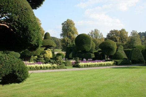 Die Topiary Gardens von Levens Hall in Cumbria.   © Copyright Richard Sutcliffe and licensed for reuse under this Creative Commons Licence.