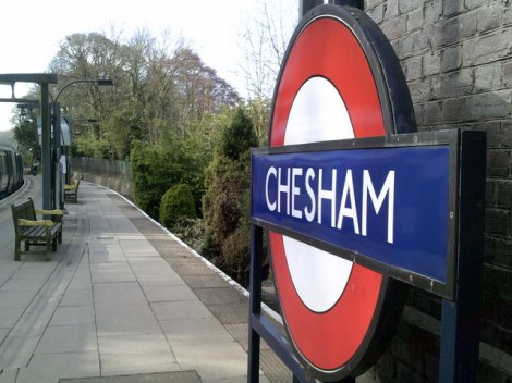 Chesham Tube Station; hier starteten Clive Burgess und Ronan McDonald bei ihrem Weltrekord am 19. Februar 2015.   © Copyright Peter and licensed for reuse under this Creative Commons Licence.
