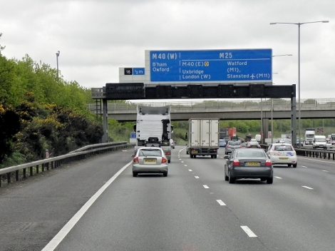 Die M25.   © Copyright David Dixon and licensed for reuse under this Creative Commons Licence.