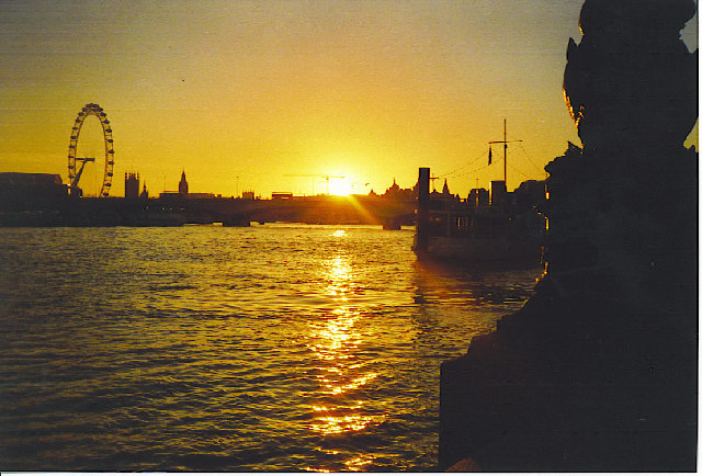 Sonnenuntergang an der Waterloo Bridge.  © Copyright Colin Smith and licensed for reuse under this Creative Commons Licence.