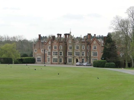 Great Witchingham Hall in Norfolk, hier residierte Bernard Matthews jahrzehntelang. Heute ist das Haus immer noch das Hauptquartier der Firma.   © Copyright Adrian S Pye and licensed for reuse under this Creative Commons Licence.