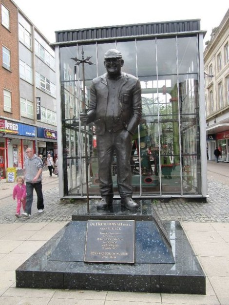 Fred Dibnahs Statue in Bolton.   © Copyright Bill Nicholls and licensed for reuse under this Creative Commons Licence.