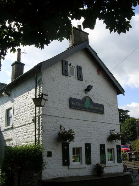 Hier wurde das Toe Wrestling erfunden, im Ye Olde Royal Oak in Wetton (Staffordshire).   © Copyright Mark Percy and licensed for reuse under this Creative Commons Licence.