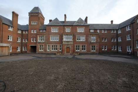 Das Fairmile Hospital in Cholsey (Oxfordshire).  © Copyright Bill Nicholls and licensed for reuse under this Creative Commons Licence.