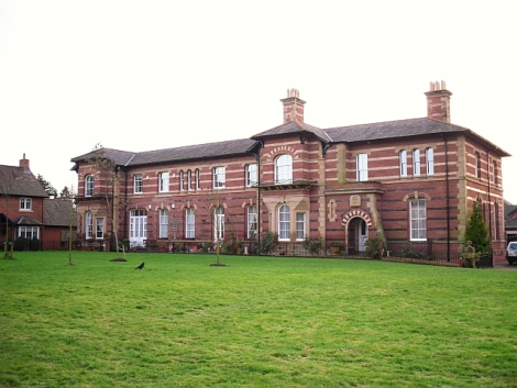 Dieses Gebäude war früher Teil des Cumberland and Westmoreland Lunatic Asylums bei Carleton (Cumbria).   © Copyright Rose and Trev Clough and licensed for reuse under this Creative Commons Licence.