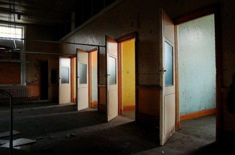 Einzelzellen im High Royds Sanatorium bei Menston, nördlich von Bradford; es wurde 1888 erbaut und im Jahr 2003 geschlossen.  © Copyright philld and licensed for reuse under this Creative Commons Licence.
