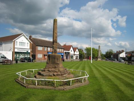 Monument auf dem Village Green von Meriden, das das Zentrum Englands markiert.   © Copyright David Stowell and licensed for reuse under this Creative Commons Licence.
