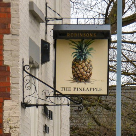 Das Pubschild von The Pineapple in Stockport.   © Copyright Gerald England and licensed for reuse under this Creative Commons Licence.