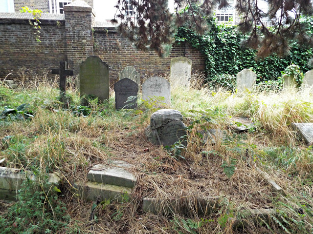 Der Brompton Cemetery in London.  © Copyright Thomas Nugent and licensed for reuse under this Creative Commons Licence.