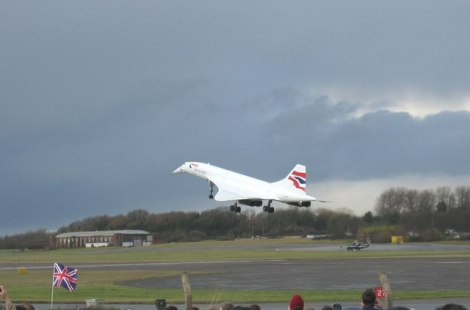 Landeanflug einer Concorde auf dem Flugplatz Bristol Filton: Das Ende einer Ära.   © Copyright John Allan and licensed for reuse under this Creative Commons Licence.