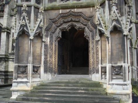 Der Haupteingang zu St Mary Redcliffe. Eigenes Foto.