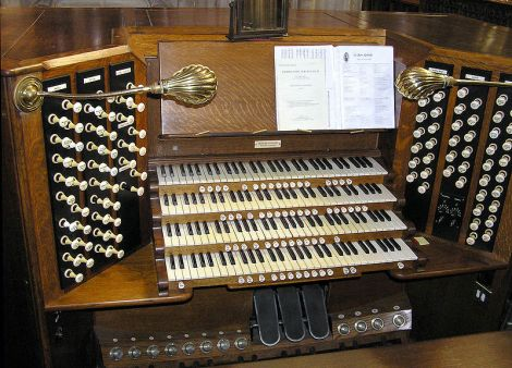 Die Orgel, die Tom besonders liebte. This work is released into the public Domain.