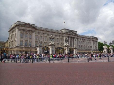 Der Londoner Buckingham Palast - Ziel des Stalkers Edward Jones.  © Copyright Graham Robson and licensed for reuse under this Creative Commons Licence.