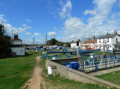Heybridge Basin am River Blackwater.   © Copyright John Winfield and licensed for reuse under this Creative Commons Licence.