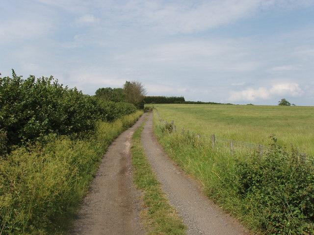 Dieser Weg führt zur Leatherslade Farm und wurde von den Postzugräubern benutzt.  © Copyright David Hawgood and licensed for reuse under this Creative Commons Licence.
