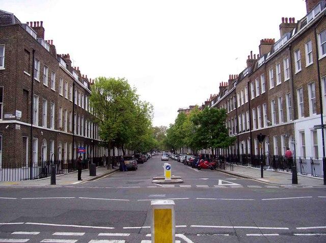 Die Doughty Street im im Londoner Stadtteil Bloomsbury, in der Sir Travers geboren wurde.  © Copyright David P Howard and licensed for reuse under this Creative Commons Licence.