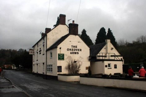 Mappletons Pub, The Okeover Arms, ist das Ziel des Wettbewerbs.   © Copyright Graham Hogg and licensed for reuse under this Creative Commons Licence.