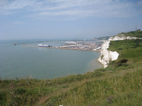 The White Cliffs of Dover, besungen von den D-Day Darlings.   © Copyright Oast House Archive and licensed for reuse under this Creative Commons Licence.