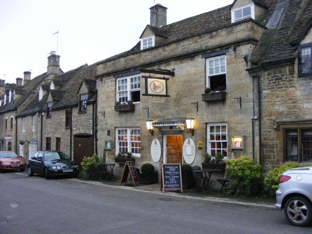 The Angel in Burford (Oxfordshire).   © Copyright Gordon Griffiths and licensed for reuse under this Creative Commons Licence.