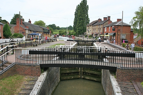 Eine Schleuse in Stoke Bruerne.   © Copyright Anne Burgess and licensed for reuse under this Creative Commons Licence.