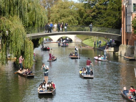 Hochbetrieb auf dem River Cam.    © Copyright Chris Allen and licensed for reuse under this Creative Commons Licence.