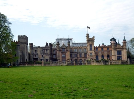 Knebworth House, in dem Bulwer-Lytton wohnte.   © Copyright Dr Neil Clifton and licensed for reuse under this Creative Commons Licence.
