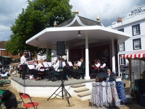 Der Bandstand in den Pantiles von Royal Tunbridge Wells (Kent).   © Copyright Marathon and licensed for reuse under this Creative Commons Licence.