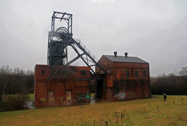 Barnsley in South Yorkshire, das an zweiter Stelle im KLF-Song genannt wird, und eine verlassene Industrieanlage.  © Copyright Chris Allen and licensed for reuse under this Creative Commons Licence.