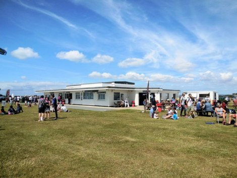 Das Beach Café in West Wittering.   © Copyright Paul Gillett and licensed for reuse under this Creative Commons Licence.