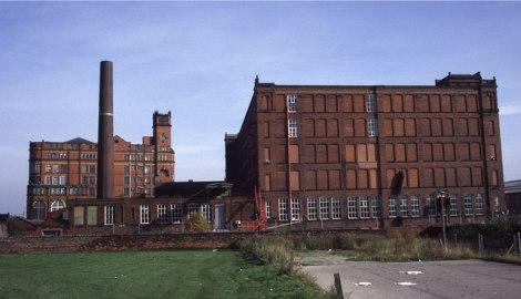 Die erste im Song genannte Stadt: Bolton (Greater Manchester) mit einem ehemaligen Fabrikgebäude,  © Copyright Chris Allen and licensed for reuse under this Creative Commons Licence.