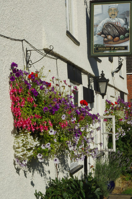 The Shoulder of Mutton in Grandborough.  © Copyright Stephen McKay and licensed for reuse under this Creative Commons Licence.