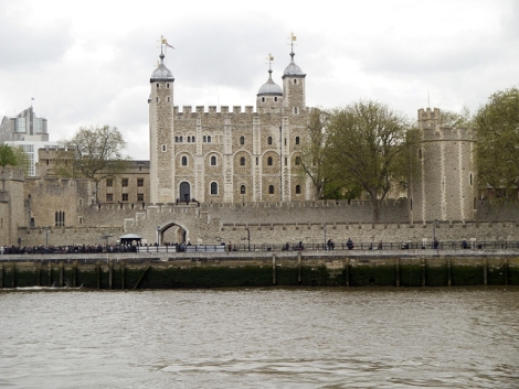 Der Tower of London; hier wurden die beiden Prinzen das letzte Mal gesehen.   © Copyright David Dixon and licensed for reuse under this Creative Commons Licence.