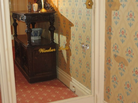 Der gläserne Eingang zu unserer Windsor-Suite. Eigenes Foto.