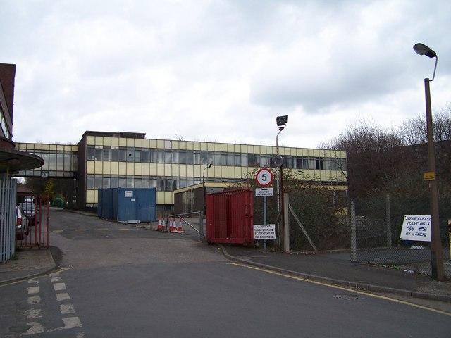 Hier in den ehemaligen Werkshallen der Firma Stanley Tools in Sheffield finden jetzt die Zombiejagden statt.  © Copyright Terry Robinson and licensed for reuse under this Creative Commons Licence.