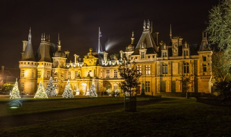 Das weihnachtliche Waddesdon Manor.   © Copyright Christine Matthews and licensed for reuse under this Creative Commons Licence.