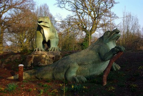 Zwei Iguanodons im Crystal Palace Park.   © Copyright Julian Osley and licensed for reuse under this Creative Commons Licence.