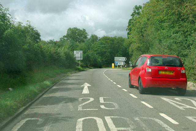 Die A25 bei Albury in Surrey.   © Copyright Robin Webster and   licensed for reuse under this Creative Commons Licence.