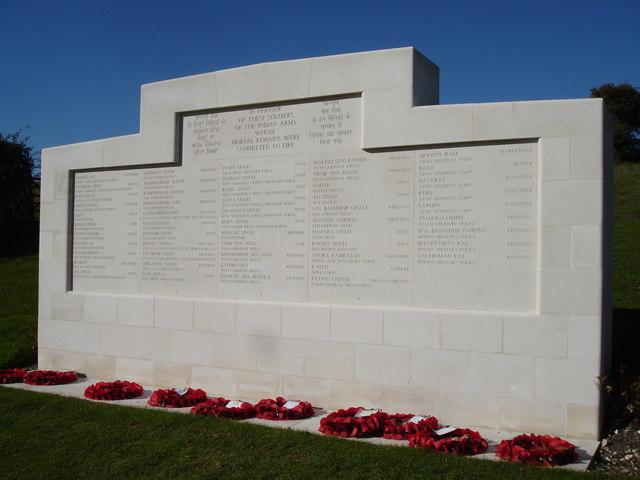 Der Gedenkstein mit den Namen der an dieser Stelle verbrannten Soldaten.  © Copyright Brian Slater and licensed for reuse under this Creative Commons Licence.