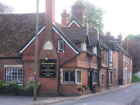 The Crown & Horns in East Ilsley.   © Copyright Stuart Logan and   licensed for reuse under this Creative Commons Licence.