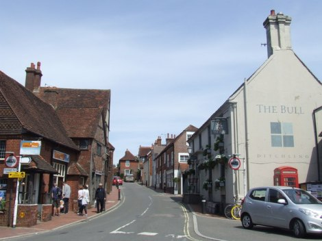 Die High Street von Ditchling.  © Copyright Malc McDonald and licensed for reuse under this Creative Commons Licence.
