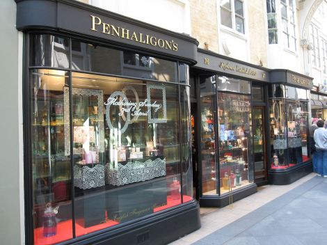 Penhaligon's in der Londoner Burlington Arcade. Author: Gryffindor. This file is licensed under the Creative Commons Attribution-Share Alike 3.0 Unported license.
