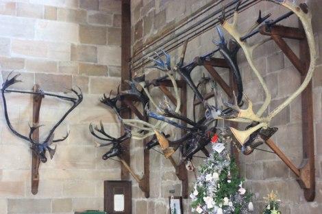 Hier in der St Nicholas Church werden die Geweihe das Jahr über aufbewahrt.  © Copyright Peter Turner and licensed for reuse under this Creative Commons Licence.