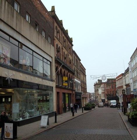 Das Kaufhaus Bennets in Derby ist hier auf der linken Seite zu sehen.  © Copyright David Hallam-Jones and licensed for reuse under this Creative Commons Licence.