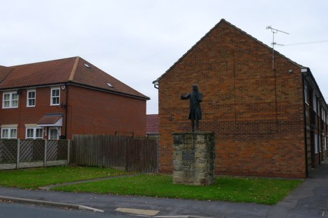 John Wesleys Statue am Albion Hill.   © Copyright Tim Heaton and licensed for reuse under this Creative Commons Licence.